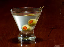Dirty vodka martini Royalty Free Stock Images