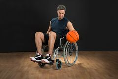Disabled basketball player throwing ball Stock Photography