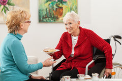 Disabled lady talking with her friend Royalty Free Stock Images