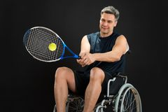 Disabled player playing tennis Royalty Free Stock Photos