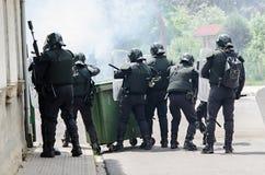 Disaccordi fra i minatori e l'anti polizia di tumulto immagini stock libere da diritti