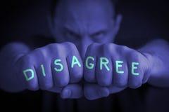 DISAGREE écrit sur poings fâchés de man's images libres de droits