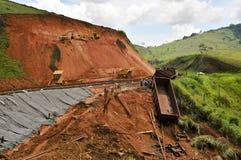 Disastre de Rio de Janeiro da inundação: Descarrilamento de trem imagem de stock