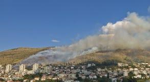 Disastro del fuoco nella città fotografie stock libere da diritti