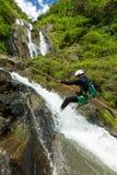 Discesa della cascata di canyoning Fotografie Stock