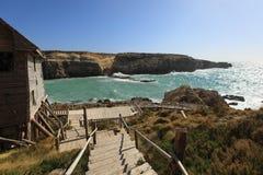 Discesa di legno al mare, il mar Mediterraneo Fotografie Stock