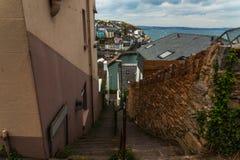 Discesa sulle scale di pietra dalla collina nel litorale, in Th Immagini Stock