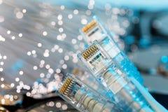 Dischi rigidi del server, fibra ottica illuminata con le luci vaghe Immagine Stock Libera da Diritti
