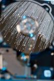 Dischi rigidi del server, fibra ottica illuminata con le luci vaghe Immagini Stock