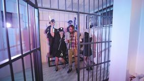 Disco πίσω από μια σχάρα φυλακών απόθεμα βίντεο