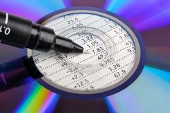 Disco compacto y pluma Fotografía de archivo libre de regalías