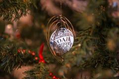 Disco d'argento della decorazione di Natale in nome di Noè Fotografia Stock Libera da Diritti