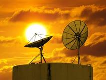 Disco de dos satélites en el cielo Foto de archivo