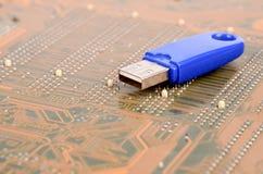 Disco de USB e PWB Fotografia de Stock