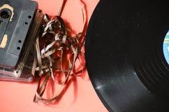 Disco de vinilo y casete Foto de archivo