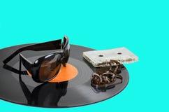 Disco de vinilo y cinta magnética para audio del vintage Imagen de archivo