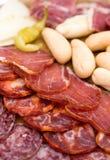 Disco del aperitivo de carnes frías con el chile verde Fotografía de archivo libre de regalías