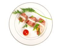 Disco del Canape con formaggio, salsiccia affumicata Fotografie Stock Libere da Diritti