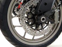 Disco del freno en la rueda delantera de la motocicleta del deporte en la foto de la acción de la tienda del moto Fotos de archivo