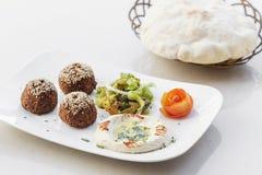 Disco del mezze de los snacks del arrancador del houmus del hummus del Falafel Imagen de archivo
