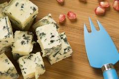 Disco del queso del abastecimiento con grissini del jamón y la granada fresca Fotos de archivo