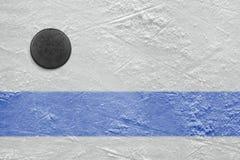 Disco di hockey e della linea blu Fotografie Stock Libere da Diritti