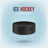Disco di hockey nero sulla pista di pattinaggio sul ghiaccio - vector il fondo Fotografia Stock Libera da Diritti