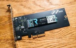 Disco do disco rígido do SSD de NVME PCIE com o adaptador do itsh ao PCIE Imagens de Stock