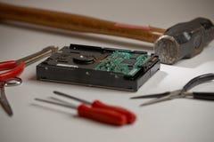 Disco duro con las herramientas y el martillo de trineo Fotos de archivo libres de regalías