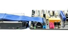 Disco duro y conexión del ide en la placa madre imágenes de archivo libres de regalías