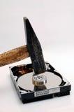 Disco duro y un martillo Fotos de archivo libres de regalías