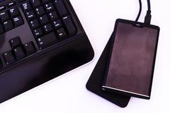 Disco duros externos e teclado Foto de Stock