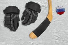 Disco ed accessori di hockey russi Immagine Stock