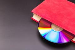 Disco en libro fotografía de archivo libre de regalías