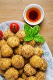 Disco italiano sano del aperitivo con las bolas Arancini del Risotto, Imágenes de archivo libres de regalías