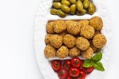 Disco italiano sano del aperitivo con las bolas Arancini del Risotto, Imagen de archivo libre de regalías