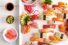 Disco japonés del sashimi de la comida y del sushi del nigiri Imagen de archivo libre de regalías