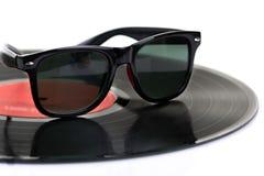 Disco LP del vinile con gli occhiali da sole Fotografia Stock