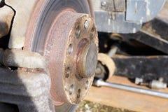 Disco o rotore del freno ed arrugginito Fotografia Stock Libera da Diritti