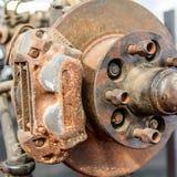 Disco oxidado inútil, usado del freno Acción corroída con el transporte Fotos de archivo libres de regalías