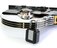 Disco rígido com um cadeado para a segurança de dados do computador Fotografia de Stock Royalty Free