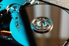 Disco rígido desmontado do computador, hdd com efeito do espelho Disco rígido aberto do hdd do computador com efeitos do espelho fotografia de stock royalty free
