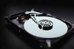 Disco rígido desmontado do computador (hdd) com efeitos do espelho Peça do computador (PC, portátil) Imagem de Stock Royalty Free