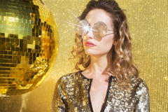 Сногсшибательная сексуальная женщина головы discoball Стоковое фото RF