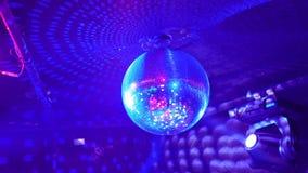 Discoball, der für Hintergrund spinnt stock video