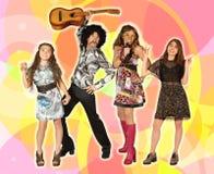 Discofamilie op een kleurrijke achtergrond royalty-vrije stock foto