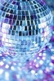 Discokugel in der blauen Leuchte Lizenzfreies Stockbild