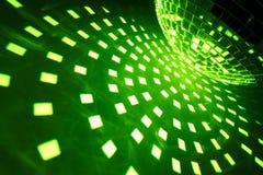 Discokugel mit grüner Ablichtung stockfotografie