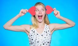 Disconto do dia de Valentim Compra do dia de Valentim Comemore o dia de Valentim Louco no amor Sonho romântico do humor da menina imagem de stock