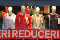 Disconto na roupa por adolescentes Fotografia de Stock